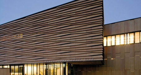 Prodex: Revestimientos para exterior con chapa de madera natural fabricados con tecnología de punta que proveen garantía de rendimiento y durabilidad, logrando crear una gama original y vanguardista de productos de madera. Uso ideal como fachada ventilada, plafones interiores y exteriores.
