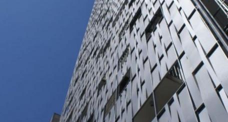 Stripwave: Producto novedoso que da la apariencia de malla, se pueden obtener fachadas traslúcidas, retro-iluminadas o como elemento de control solar pasivo. Presentación en liso y diferentes patrones de perforado.