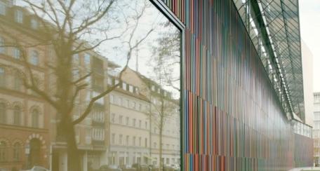 Terrart Baguette: Fachadas ventiladas de cerámica cuadrada, circulares u oblongas. Este producto flexible se produce siempre de forma individual para cada proyecto, tanto en color como la forma deseada, además proporciona un excelente control solar.