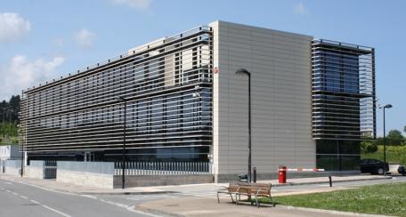 Terrart Mid: Fachadas ventiladas de elementos cerámica de formato medio, fabricados de acuerdo con las especificaciones de cada proyecto.