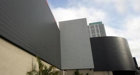 150FS-220FS-300FS: Principalmente usados como revestimiento en fachadas ventiladas, estos paneles también se aplican como cielos, especialmente marquesinas.