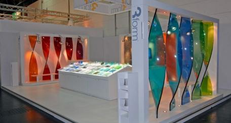 Glass: Encapsulados orgánicos Glass tienen una  increíble profundidad y delicados niveles intermedios dimensionalmente conservados, es un producto de máxima calidad, y de belleza memorable para instalación en interiores.