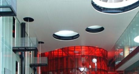 Panel 150F: Su uso principal es el revestimiento de fachada, pero también es factible de utilizar como cielo falso.