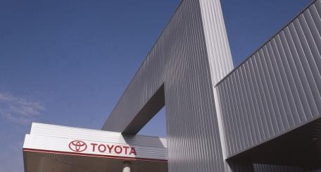 150F: Su uso principal es el revestimiento de fachada que brinda una forma versátil de diseño arquitectónico.