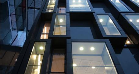 Revestimiento Tile: Ideal para aplicaciones como revestimiento interior o exterior de fachadas e incluso puede ser utilizado como cielo.