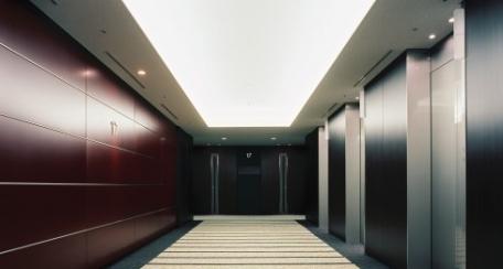 Dinoc: Revestimiento decorativo y autoadhesivo, diseñado para aplicarse tanto en interiores como en exteriores. Al  ser un producto fácil de instalar se pueden crear ambientes completamente nuevos de manera rápida. Disponible en diferentes texturas y acabado tipo madera.